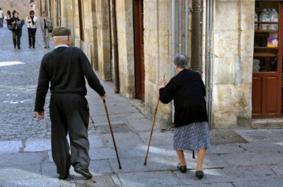 comment notre société traite les personnes âgées :